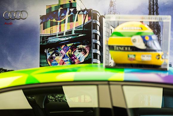 Kobra criou ainda um painel com os traços do piloto na esquina das avenidas Paulista com Consolação