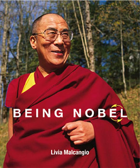 Livro com histórias de vencedores do Nobel como Dalai Lama foi personalizado para ele na Indigo 10000