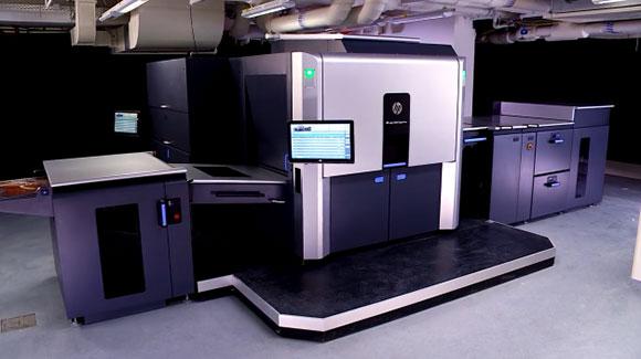 HP Indigo 10000 pode imprimir até 4.600 folhas em cores no tamanho B2 por hora